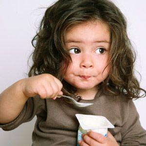 Aprender a comer con cuchara los niños