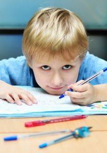 Cómo enseñar a escribir a niños zurdos
