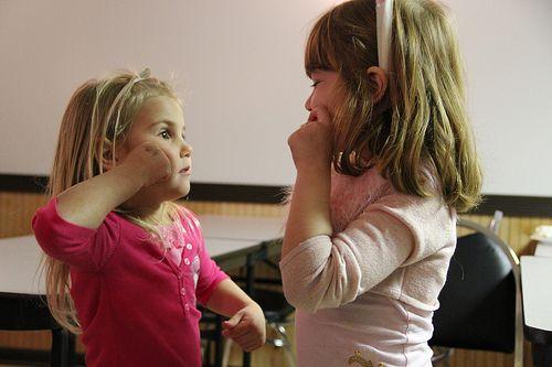 Cómo enseñar a hablar a un niño sordo