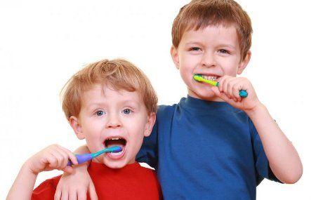 Aprender a lavarse los dientes los niños
